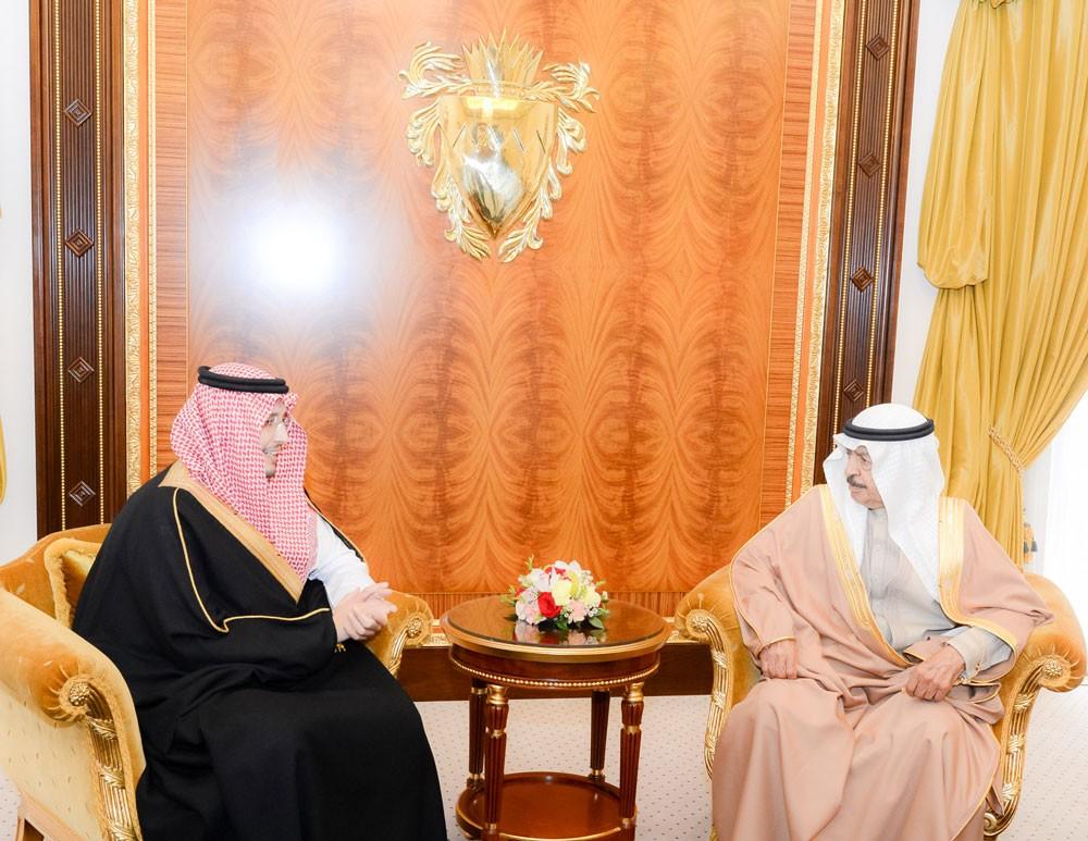 رئيس الوزراء يستقبل نائب أمير المنطقة الشرقية