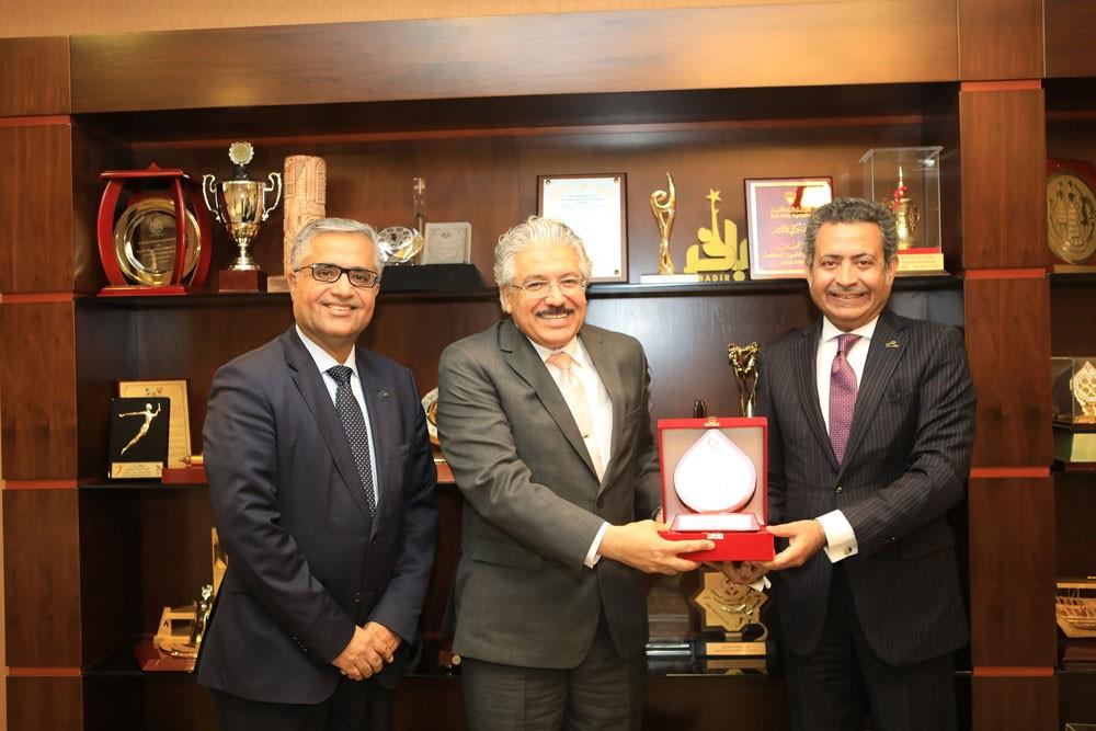 جامعة البحرين و شركة مطار البحرين تبحثان عددا من المشاريع المستقبلية
