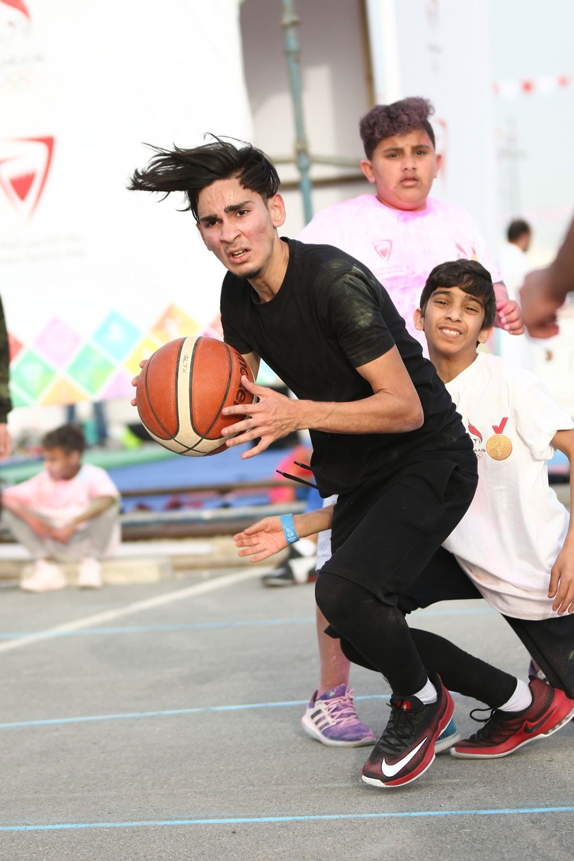 سمو الشيخ عيسى بن علي : المشاركة الواسعة رسخت نجاح فعاليات اليوم الرياضي
