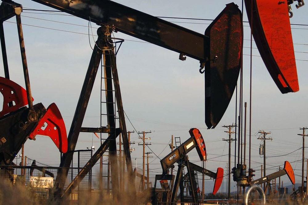 استقرار اسعار النفط مدعومة بتراجع الدولار