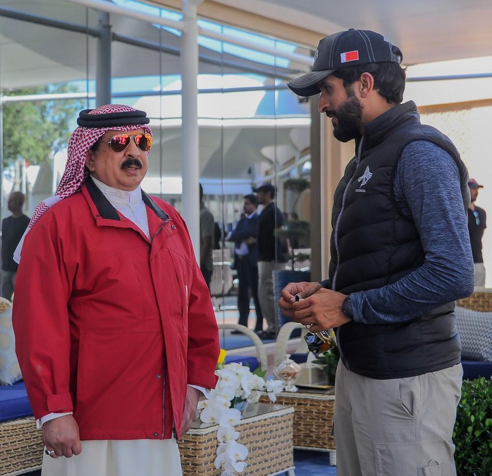 ناصر بن حمد يهنىء جلالة الملك بنجاح كأس جلالته للقدرة