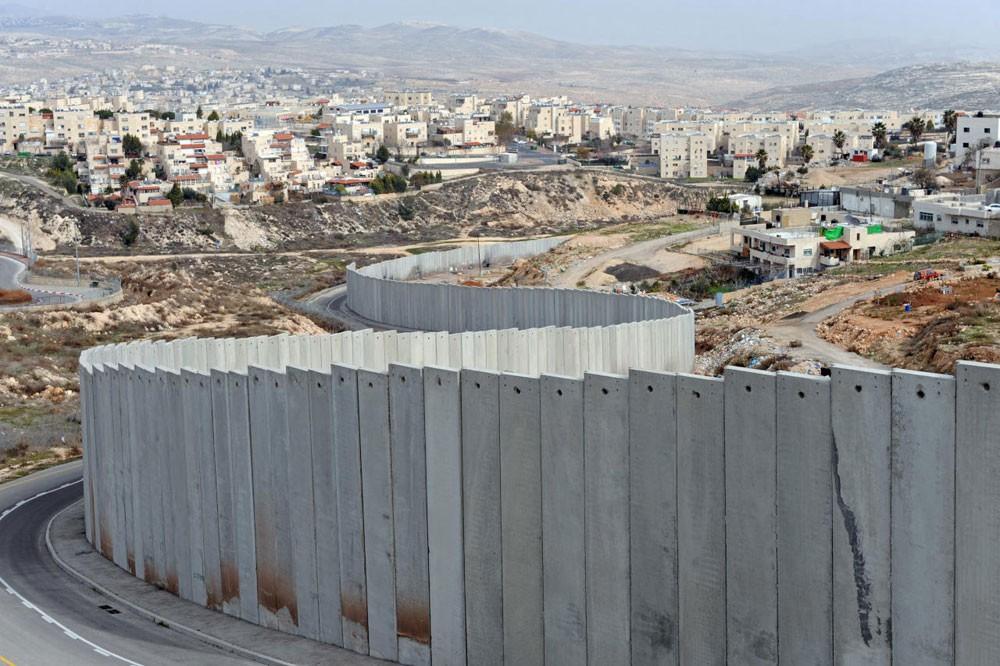 إسرائيل تواصل بناء الجدار على الحدود مع لبنان