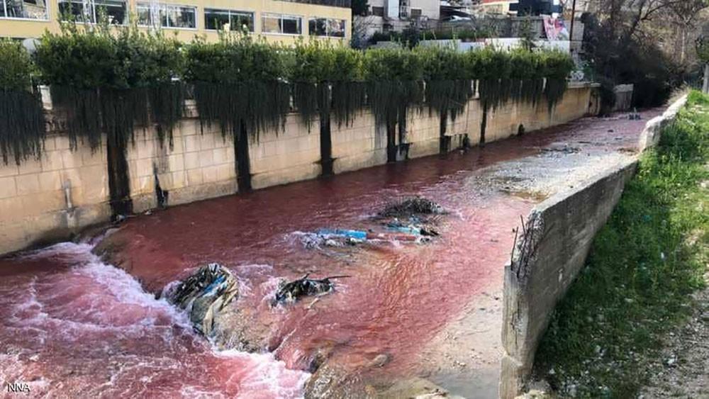 النهر الأحمر يثير عاصفة من التساؤلات في لبنان