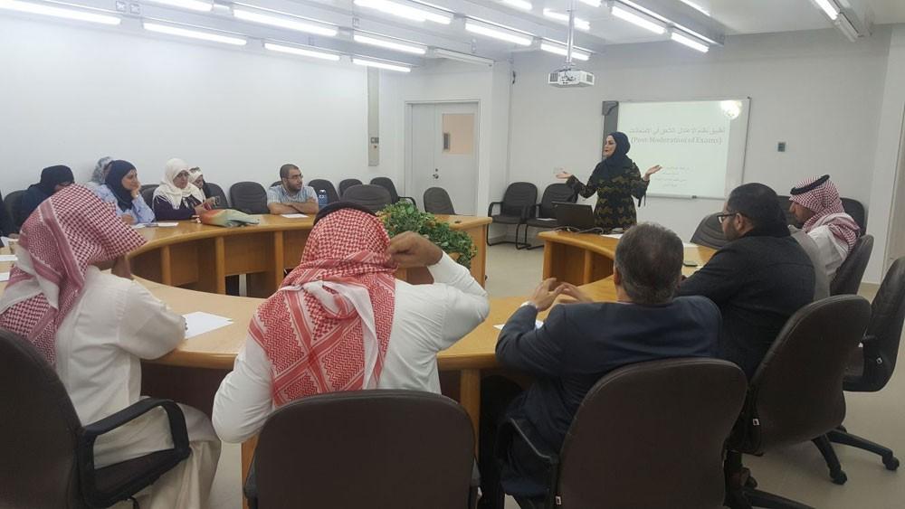 """ورشة في """"آداب"""" جامعة البحرين تستعرض نظام الاعتدال في الامتحانات"""