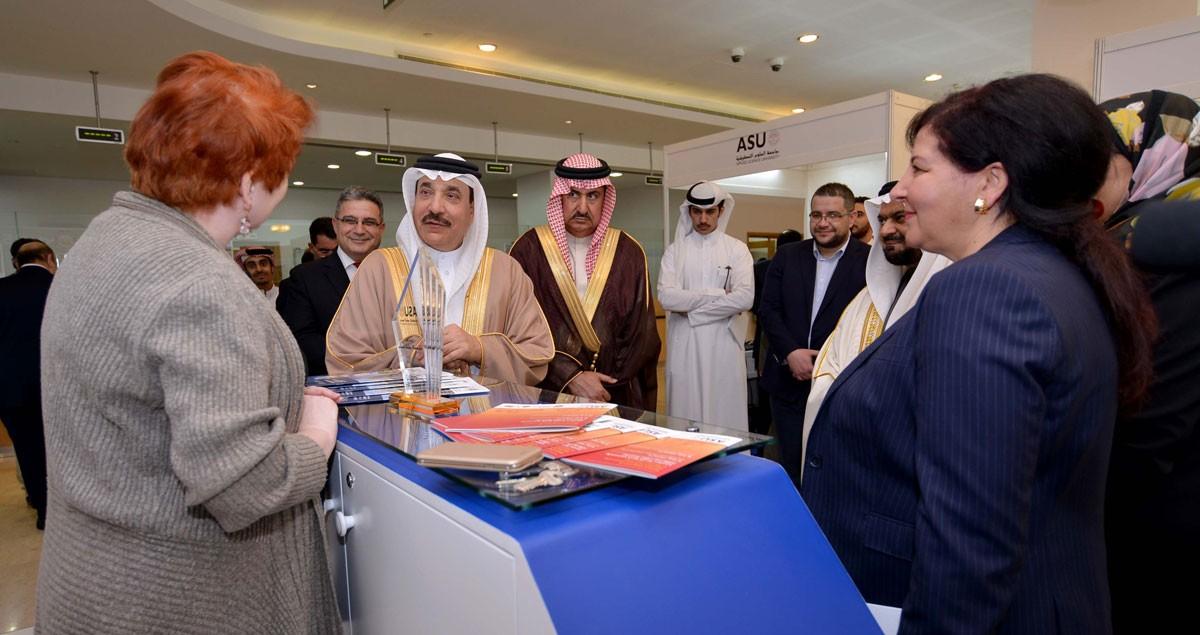 حميدان يفتتح معرض التوظيف والتدريب بجامعة العلوم التطبيقية