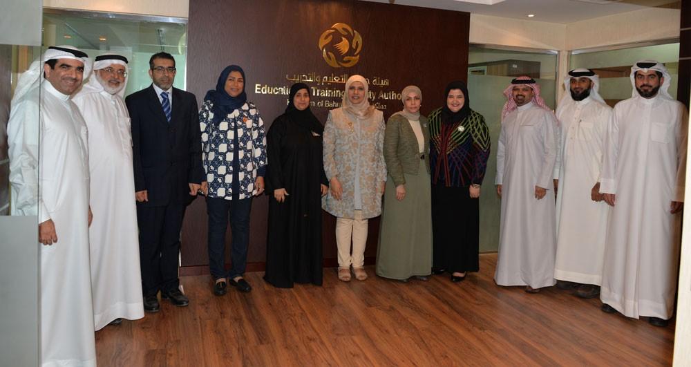 المضحكي تستقبل الفريق المنتدب لمراجعة مدرسة ثانوية في الكويت