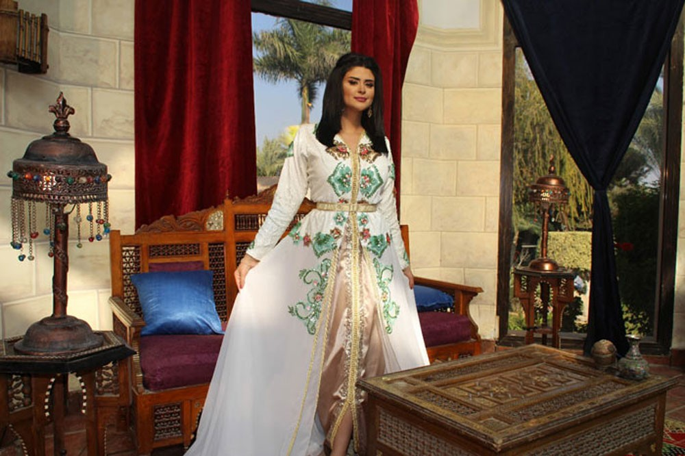 """سلمى رشيد تحتفل بنجاح أغنيتها """"آش جا يدير"""""""
