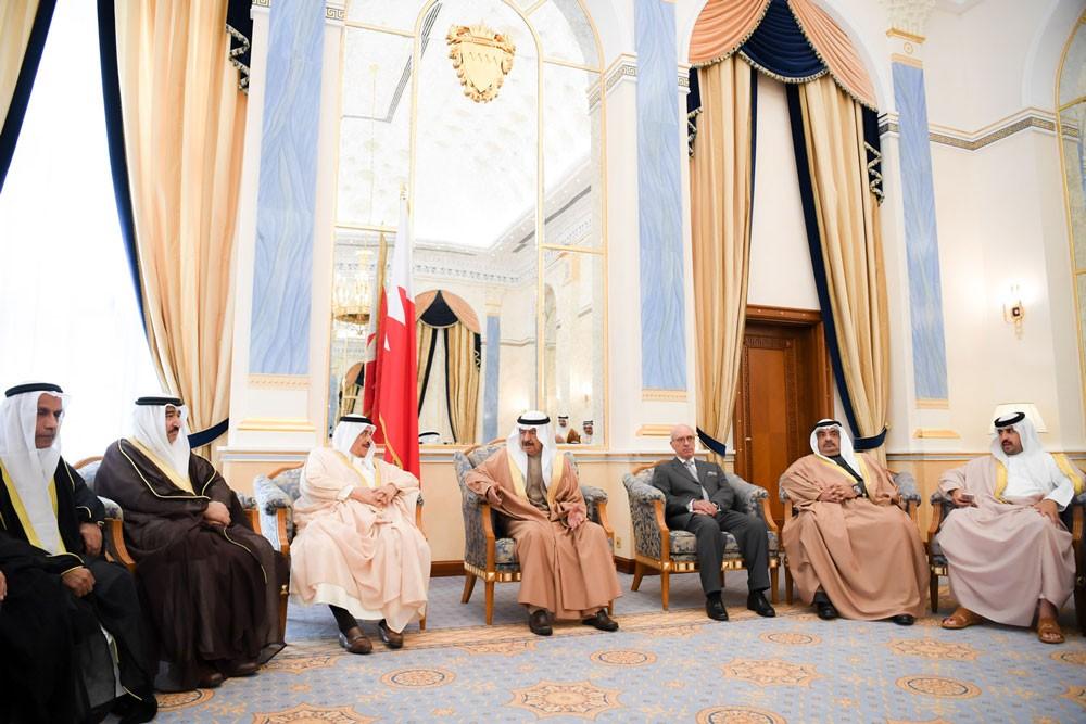رئيس الوزراء ينوه بدور المراكز الشبابية في تعزيز قيم التواصل بين أبناء المجتمع
