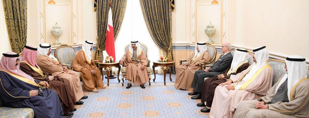 رئيس الوزراء يشيد بمواقف الإمارات الثابتة تجاه البحرين في كافة الظروف
