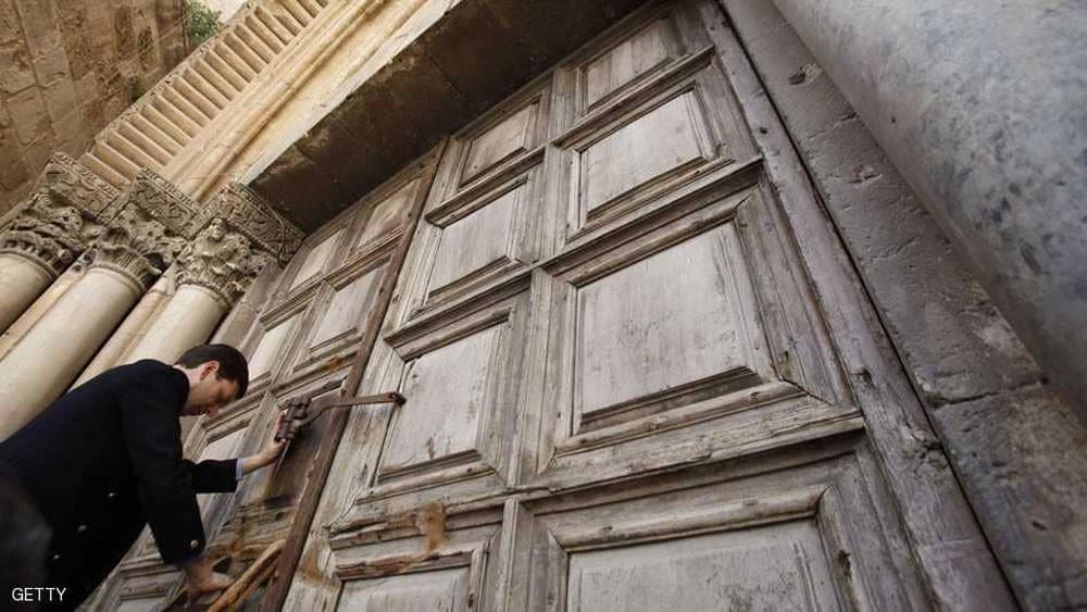كنيسة القيامة تفتح أبوابها بعد تراجع إسرائيل
