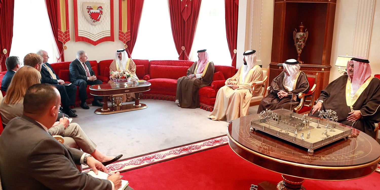 الملك: حل أزمة قطر في الرياض