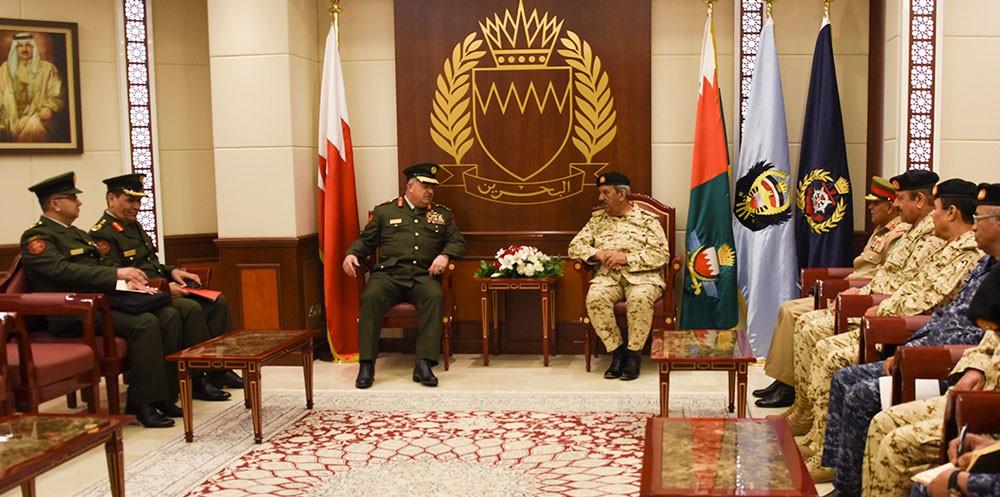 القائد العام يستقبل رئيس هيئة الأركان المشتركة بالقوات المسلحة الاردنية