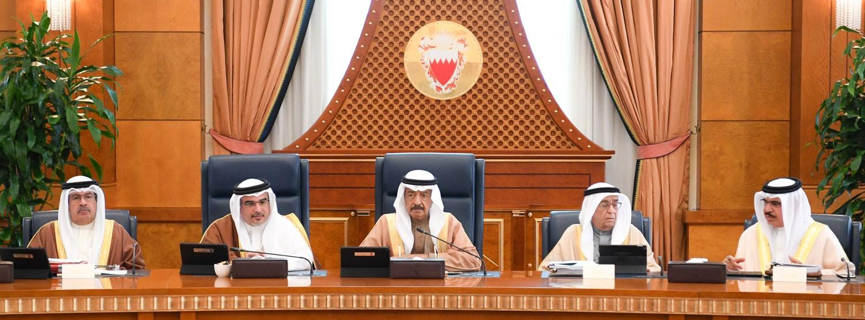 رئيس الوزراء يكلف اللجنة الوزارية للإعمار والبنية التحتية بدراسة 11 مشروعاً بالجنوبية