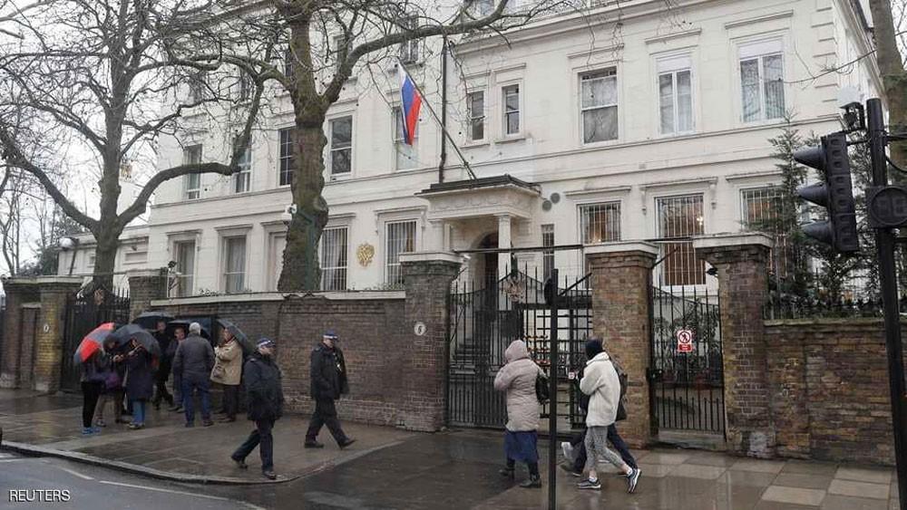 """موسكو تحذر لندن من ممارسة """"لعبة بالغة الخطورة"""""""