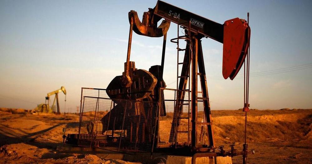 أسعار النفط تهبط 1% مع استمرار القلق من تزايد الانتاج الأمريكي