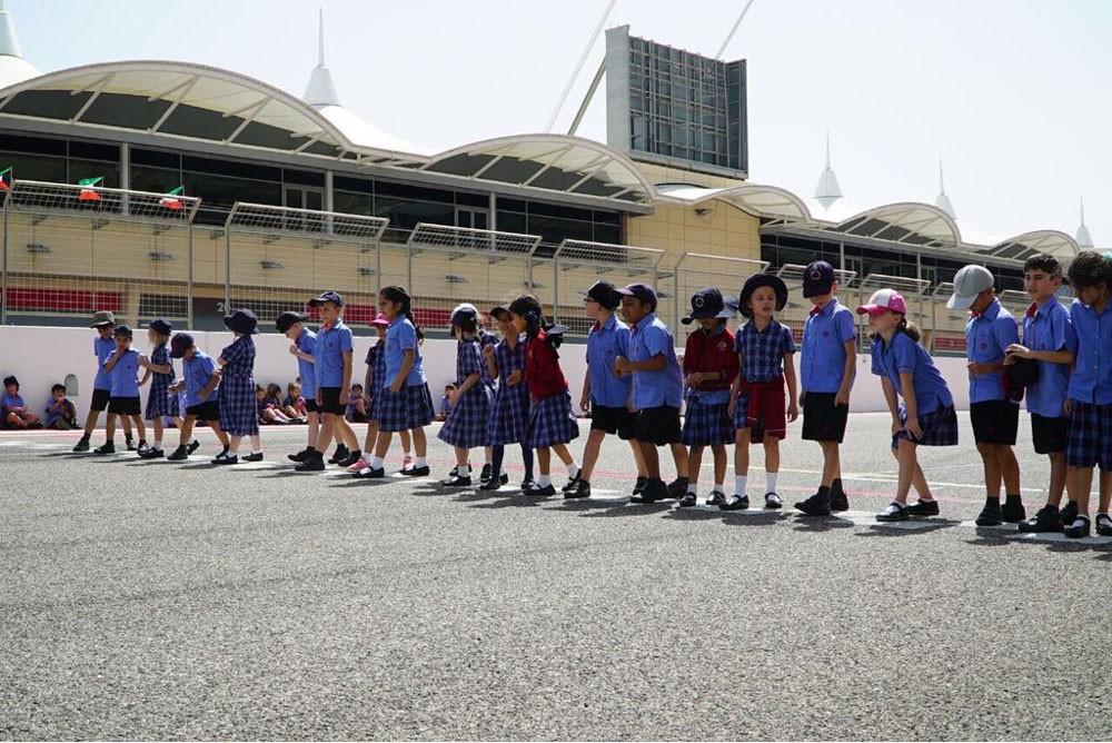 طلاب مدرسة سانت كريستوفر يزورون حلبة البحرين الدولية