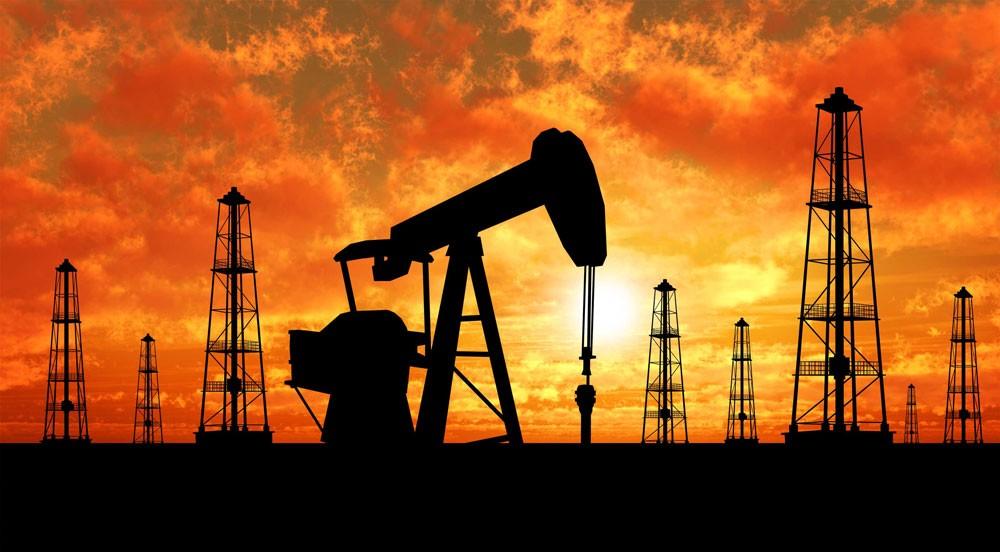النفط يواصل التراجع متأثرا بزيادة الانتاج الامريكي