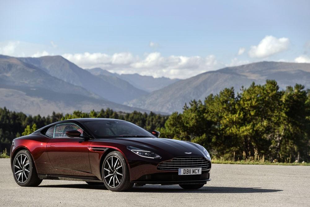 DB11 V8 من Aston Martin تحصد جائزة أفضل سيارة للعام 2018