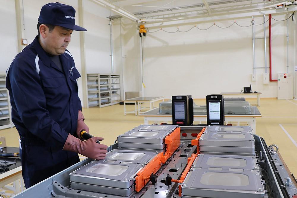 نيسان تطلق برنامج استبدال بطاريات ليف في اليابان