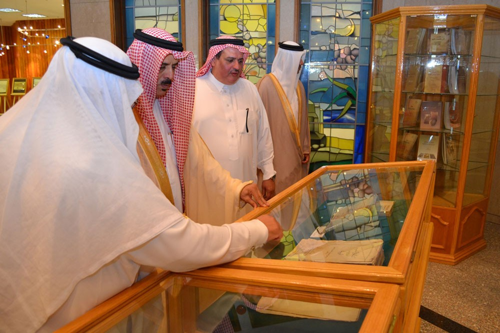 وزير التربية والتعليم يزور مكتبة الملك فهد الوطنية