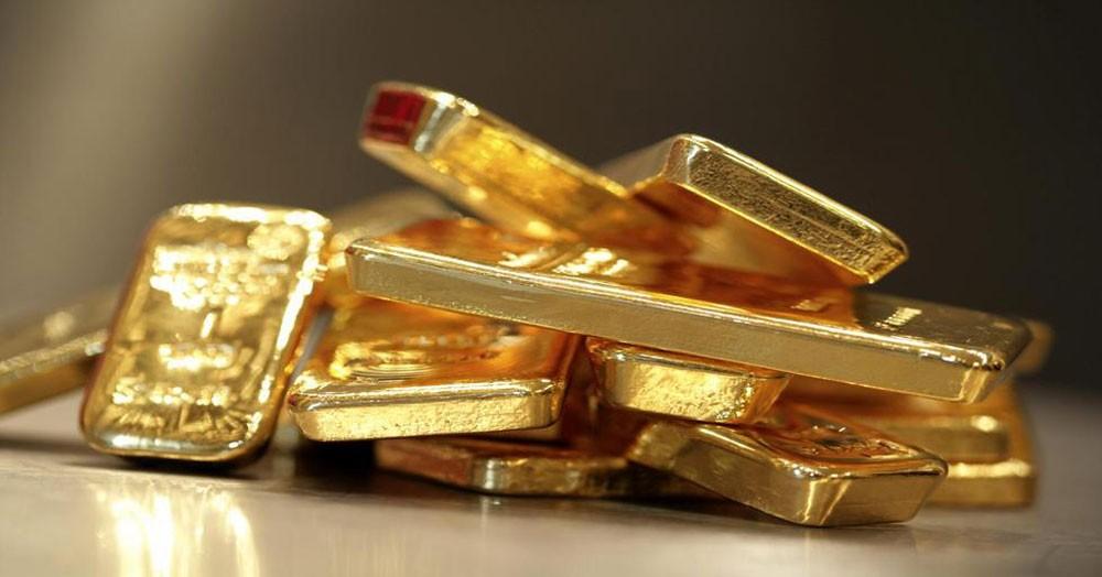 الذهب يهبط من أعلى مستوياته للجلسة بعد نشر محضر الفدرالي