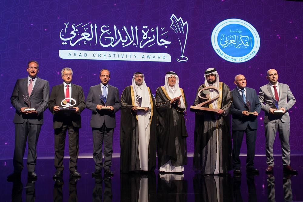 أحمد بن محمد بن راشد يكرّم الفائزين بجائزة الإبداع العربي 2017