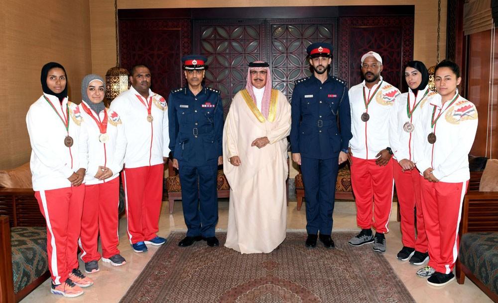 وزير الداخلية يستقبل عددا من الرياضيين من فريقي الرماية ورفع الأثقال