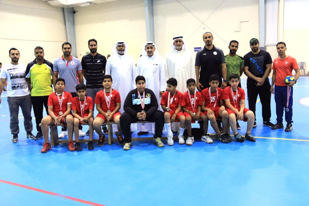 عصام عبدالله يتوج مدرسة الطبري ببطولة كرة اليد للابتدائي
