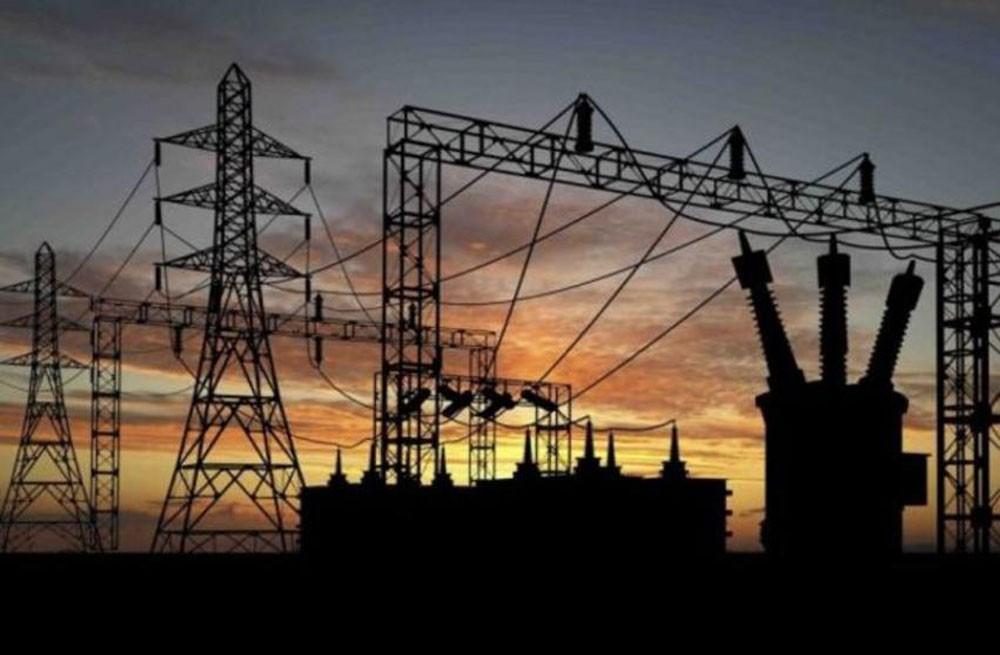 مصر تخفض دعم المواد البترولية والكهرباء في مشروع الموازنة الجديدة