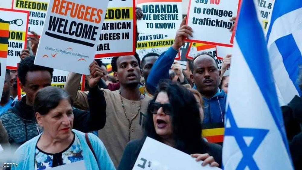 إسرائيل تفرج عن 207 مهاجرين أفارقة غير شرعيين