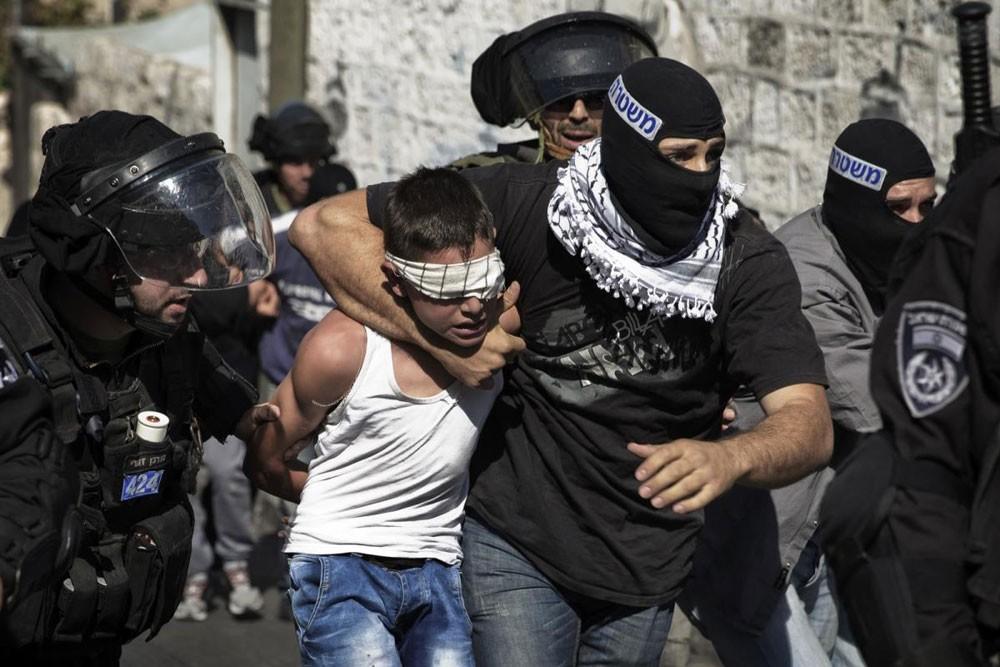 قوات الاحتلال تعتقل 30 فلسطينا في الضفة الغربية