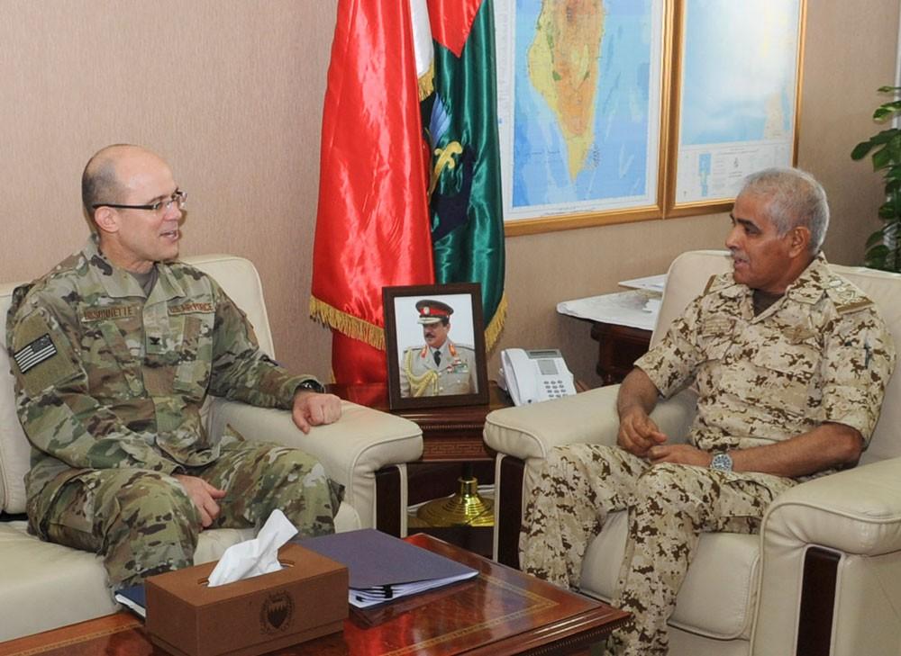 رئيس هيئة الأركان يستقبل الملحق العسكري الأمريكي المعتمد لدى البحرين
