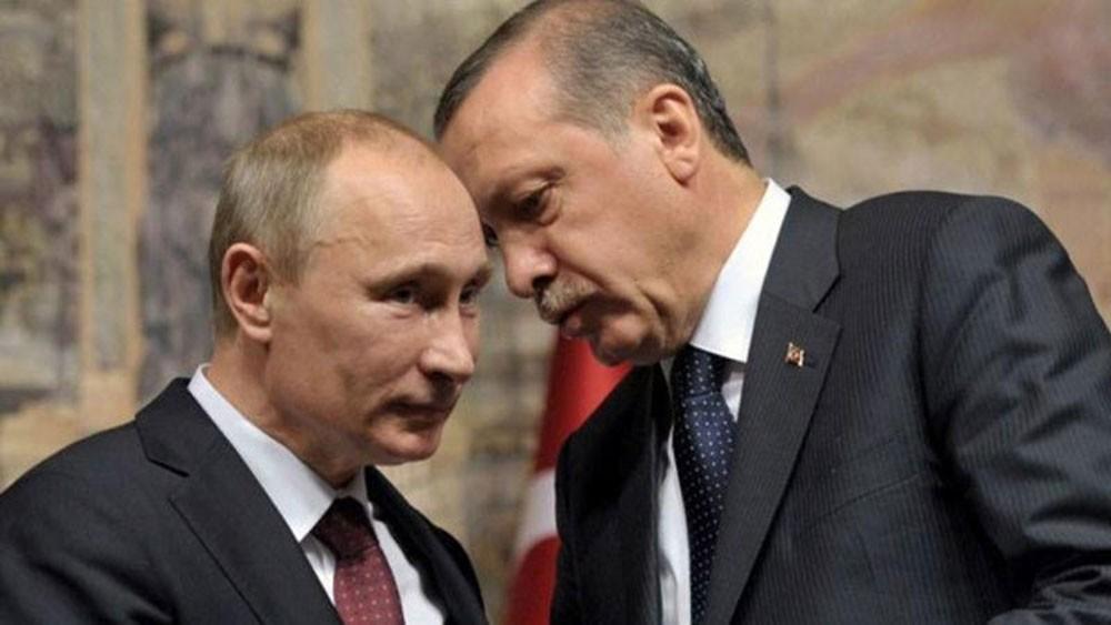 تركيا: علاقتنا بروسيا أقوى من أن يكسرها ماكرون