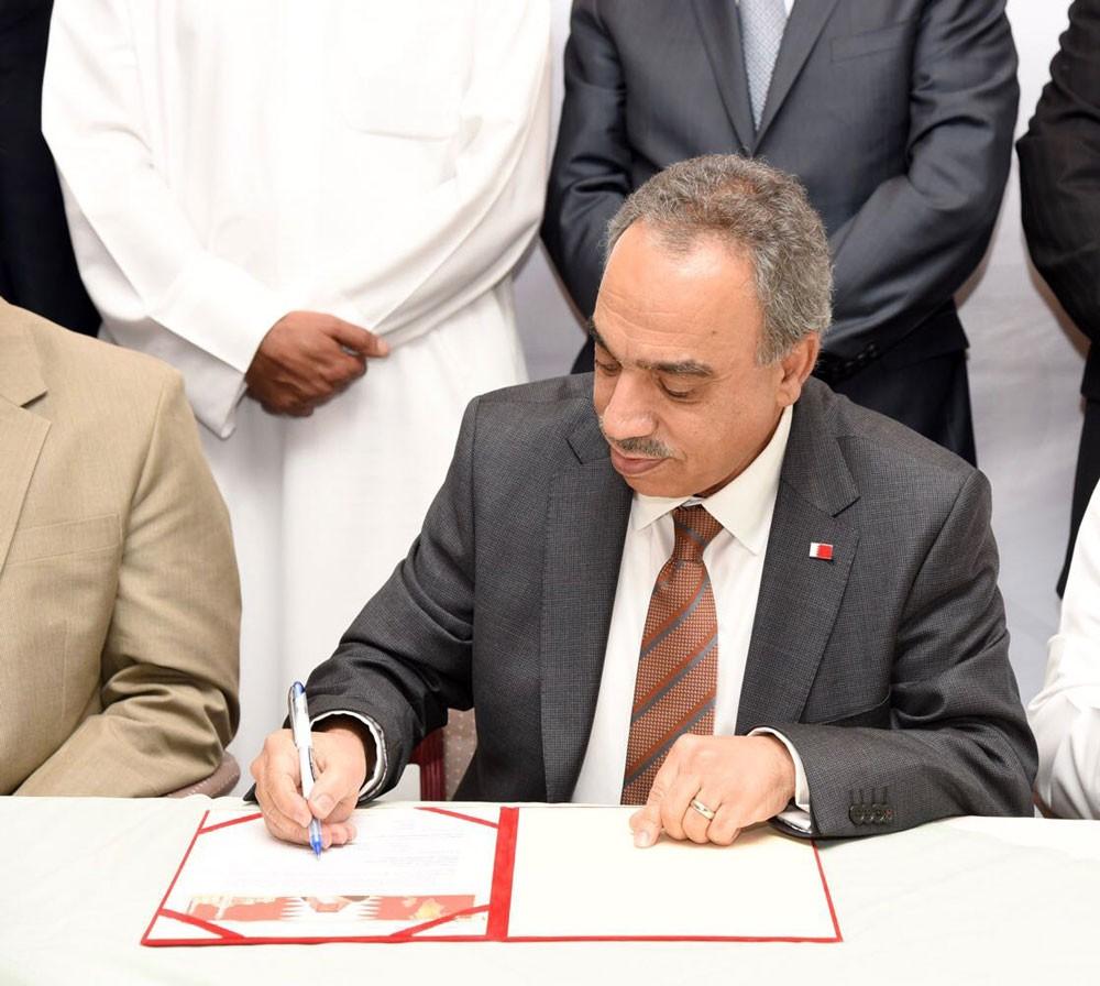 وزير الاشغال: يوقع اتفاقية إنشاء مبنى الزراعة الجديد