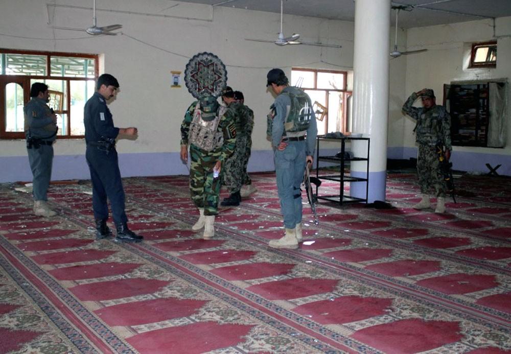 يوم دامٍ في أفغانستان.. قتلى وجرحى بتفجير مسجد