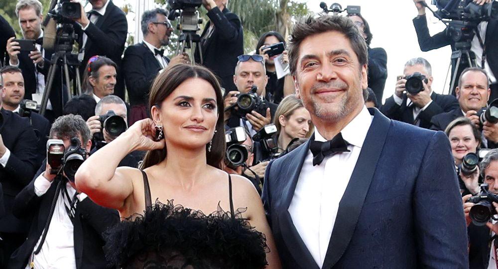 بينيلوبي كروز وزوجها يفتتحان مهرجان كان السينمائي الـ71