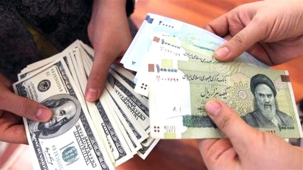 الريال الإيراني يهوي إلى مستوى قياسي جديد