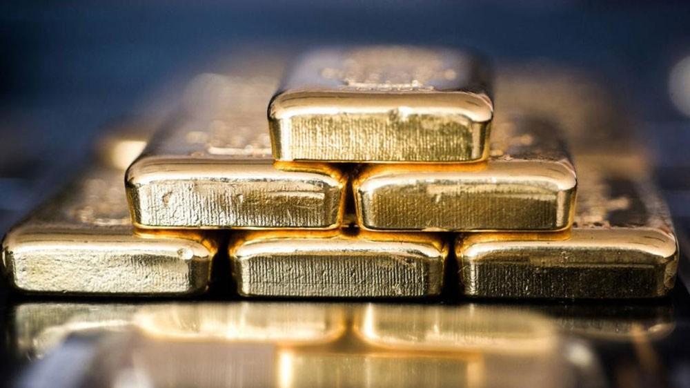 الذهب يتراجع لكنه يتجه لأول مكسب أسبوعي في 4 أسابيع