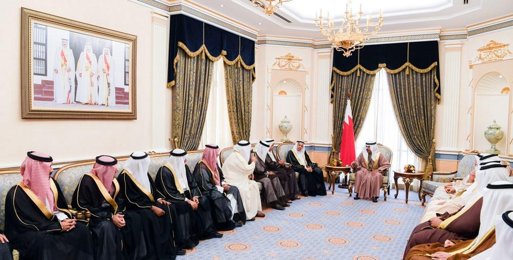 سمو رئيس الوزراء يستقبل عددا من أفراد عائلة بن هندي المناعي