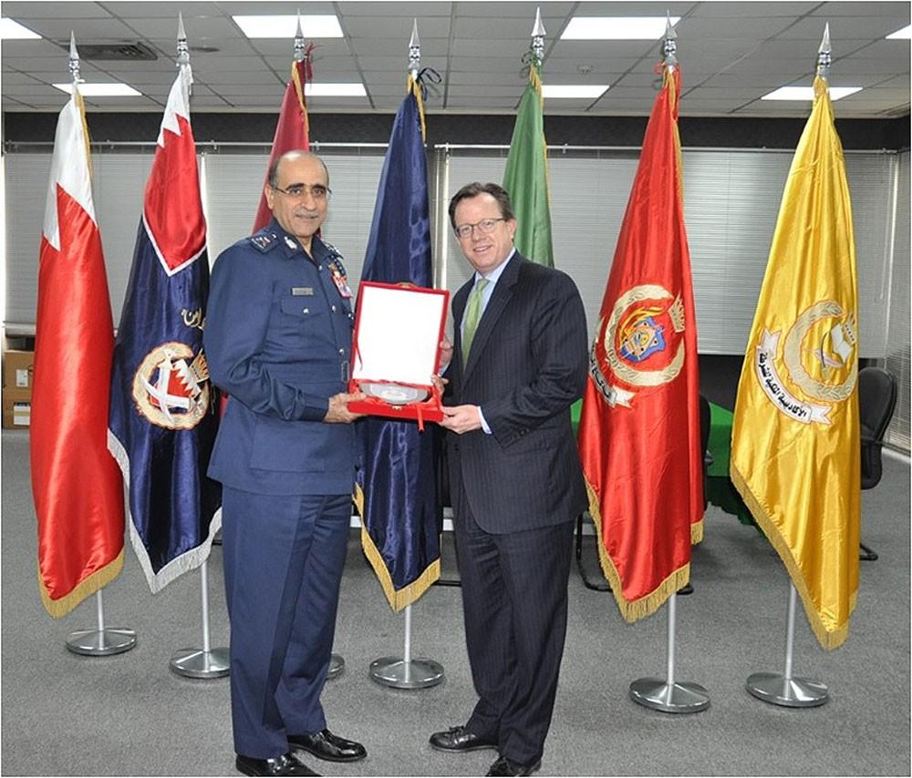 قائد خفر السواحل يستقبل السفير الأمريكي لدى مملكة البحرين