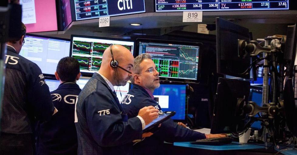 الأسهم الأمريكية تفتح منخفضة بفعل مشاكل التجارة وبيانات ضعيفة