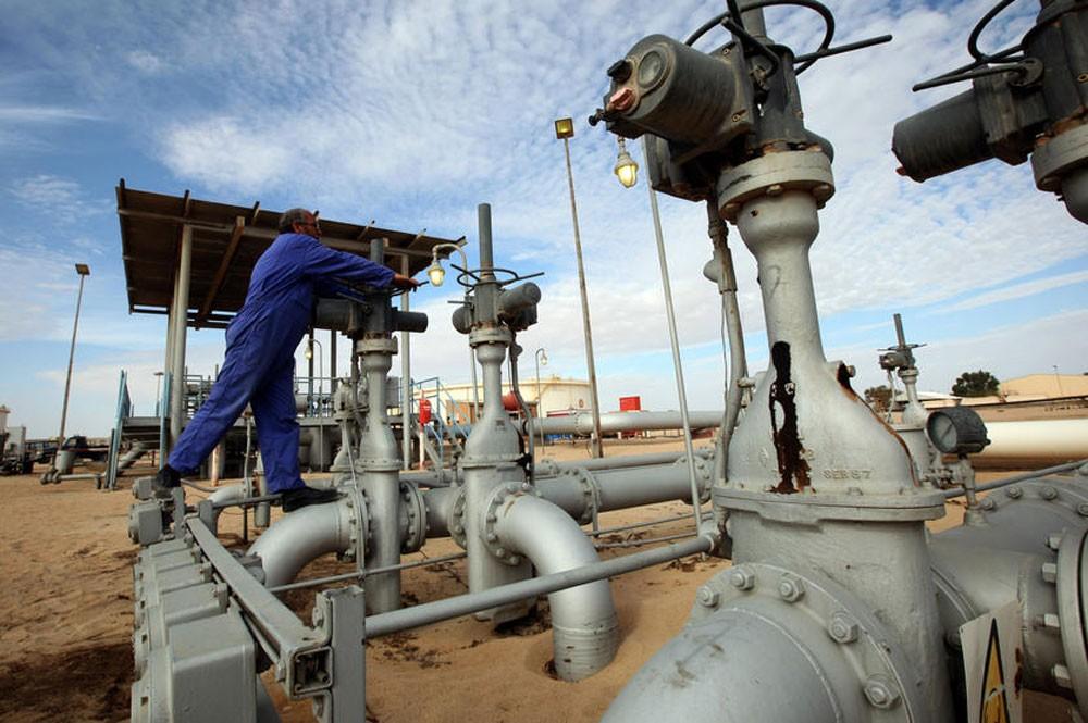 النفط يتراجع من أعلى مستوى في سنوات وسط مخاوف بشأن اقتصاد الصين