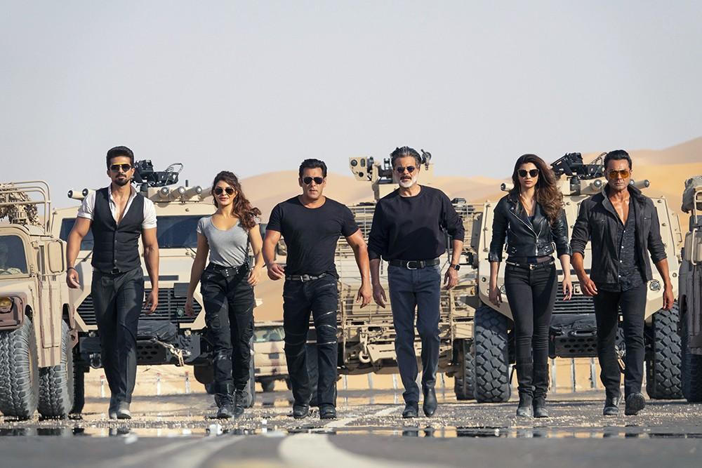 """صور حصرية لسلمان خان وجاكلين فرنانديز ونجوم """"سباق 3"""" في أبوظبي"""