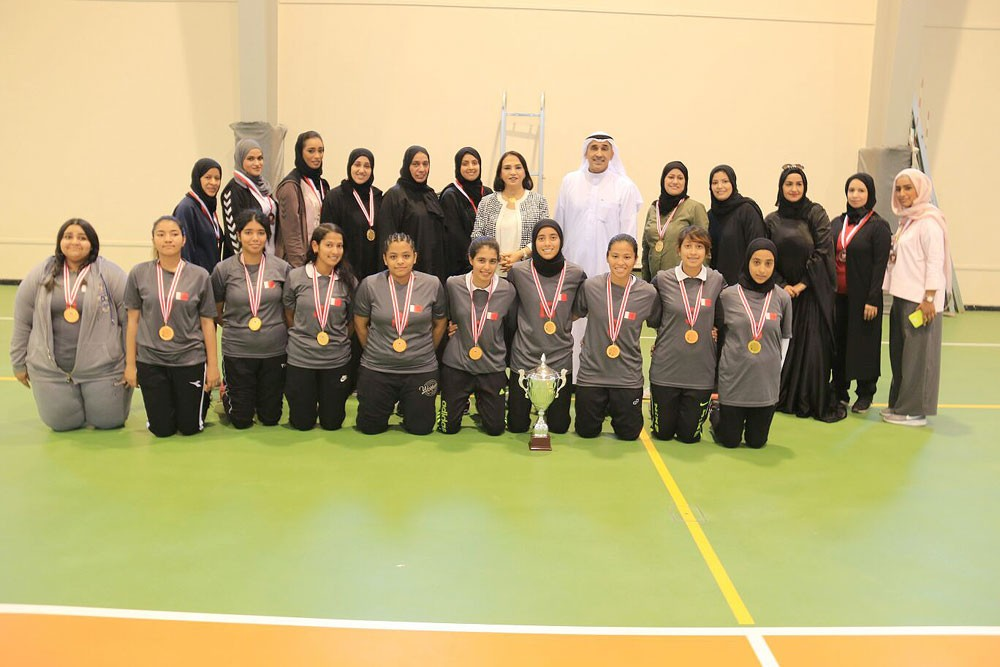 مدرسة أميمة بنت النعمان تُحقق بطولة كرة اليد لبنات الثانوي