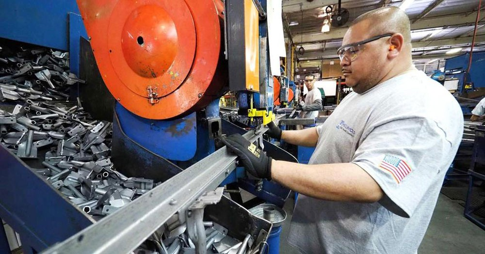 انتاج قطاع الصناعات التحويلية في أمريكا يرتفع 0.5% في أبريل