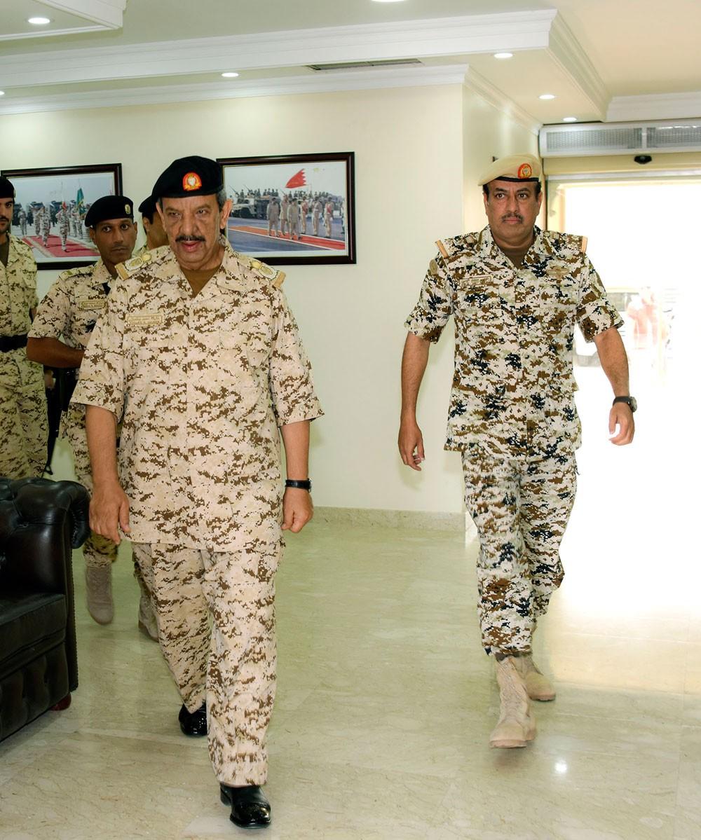 القائد العام يقوم بزيارة تفقدية لعدد من وحدات قوة دفاع البحرين