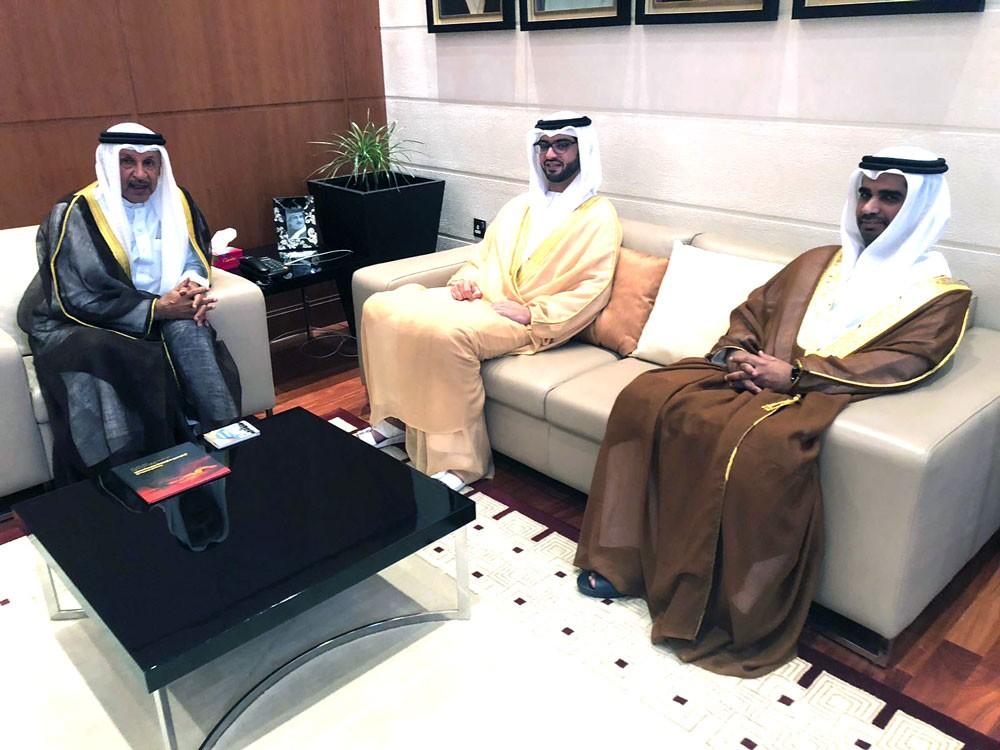 مستشار الملك لشئون الشباب يستقبل سفير الامارات