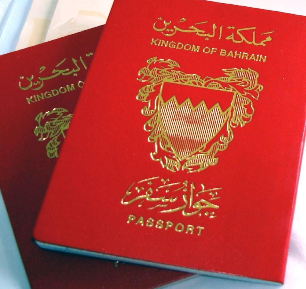 غرامة لا تجاوز أربعمائة دينار لاتلاف جواز السفر أو وضع ملصقات أو شعارات