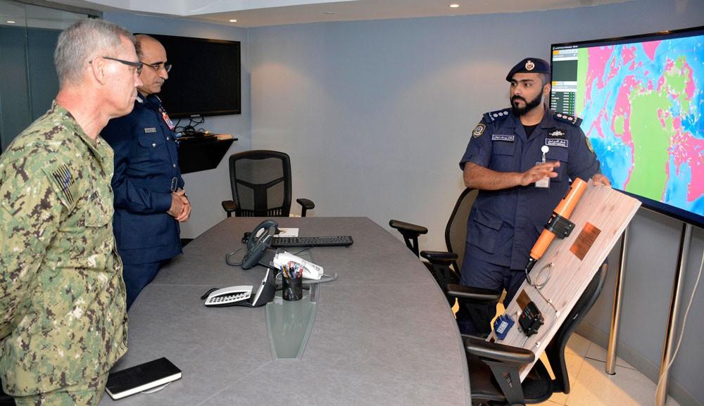 قائد خفر السواحل يبحث مجالات التعاون مع قائد الأسطول الخامس