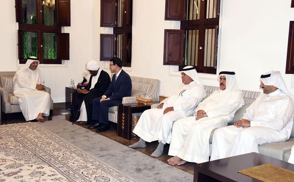 القائد العام لقوة دفاع البحرين يستقبل عدداً من السفراء وجموعاً من المهنئين بحلول شهر رمضان المبارك